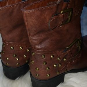 Bumper Shoes - NWOT Sz 7 Bumper brown combat booties